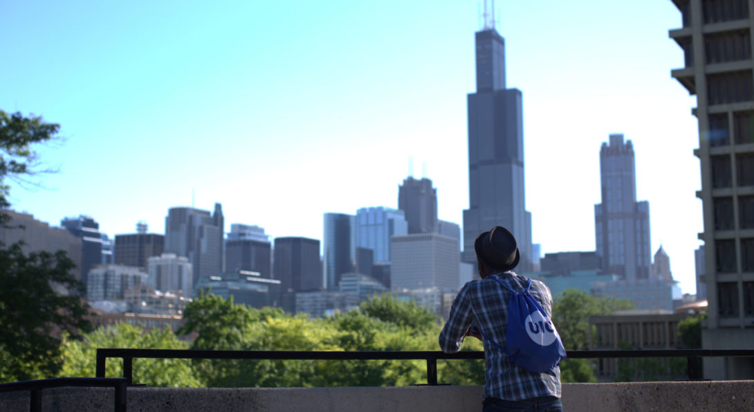 student looking at chicago skyline
